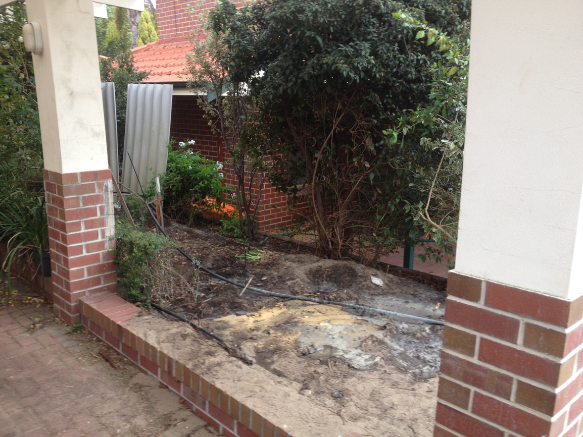 limestone retaining wall colorbond fencing and gates perth